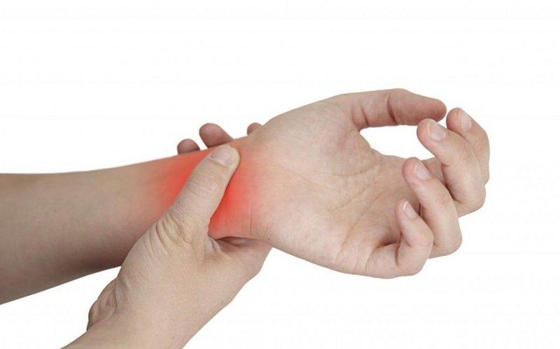 Đau cổ tay khi chơi thể thao
